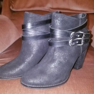 Ankle boots by Reba zania model